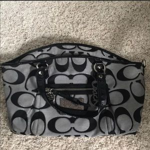 Coach Poppy Purse, Comes with Long Strap